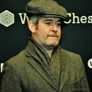 Actor Tom Hollander, at the start of Game 10, FIDE World Chess Championship 2018 | Photograph by John Lee Shaw © www.hotoffthechess.com.